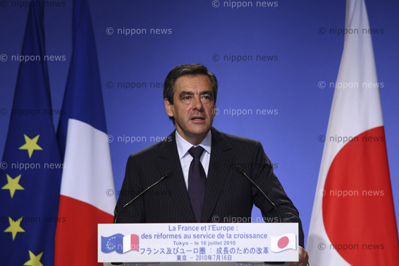 French PM in Japan to discuss economy