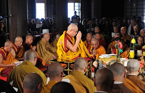 Dalai Lama Offers Prayers for Tohoku Victims