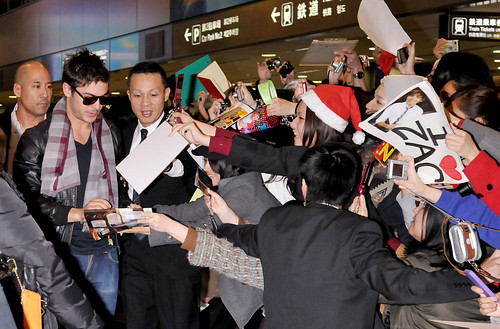 Zac Efron Arrives in Japan
