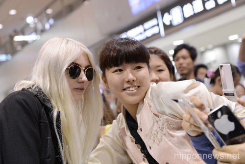 Taylor Momsen arrives at Narita International Airport