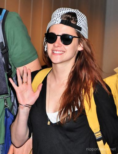 Kristen Stewart arrives in Japan