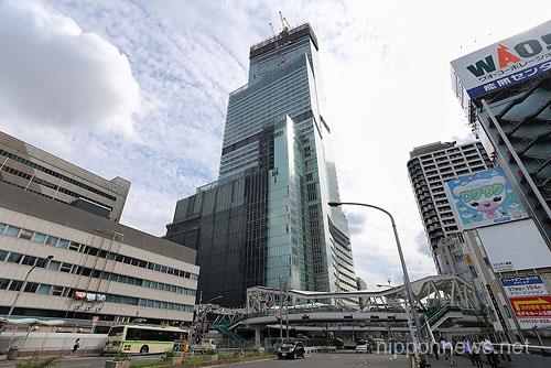"""Japan's Tallest Building """"Abeno Harukasu"""" Under Construction"""