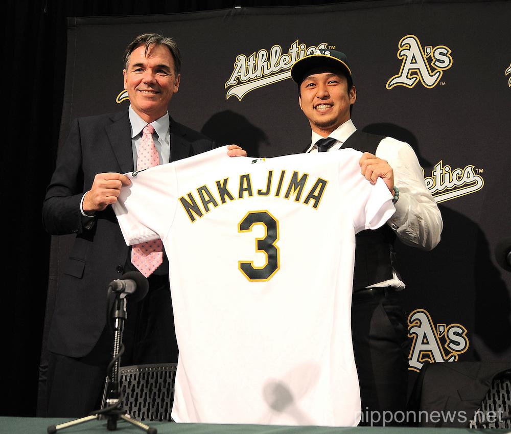 Hiroyuki Nakajima signs with A's