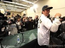 Hiroyuki Nakajima signs with the Oakland A's