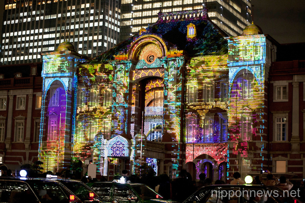 Projeciton mapping at Tokyo Station