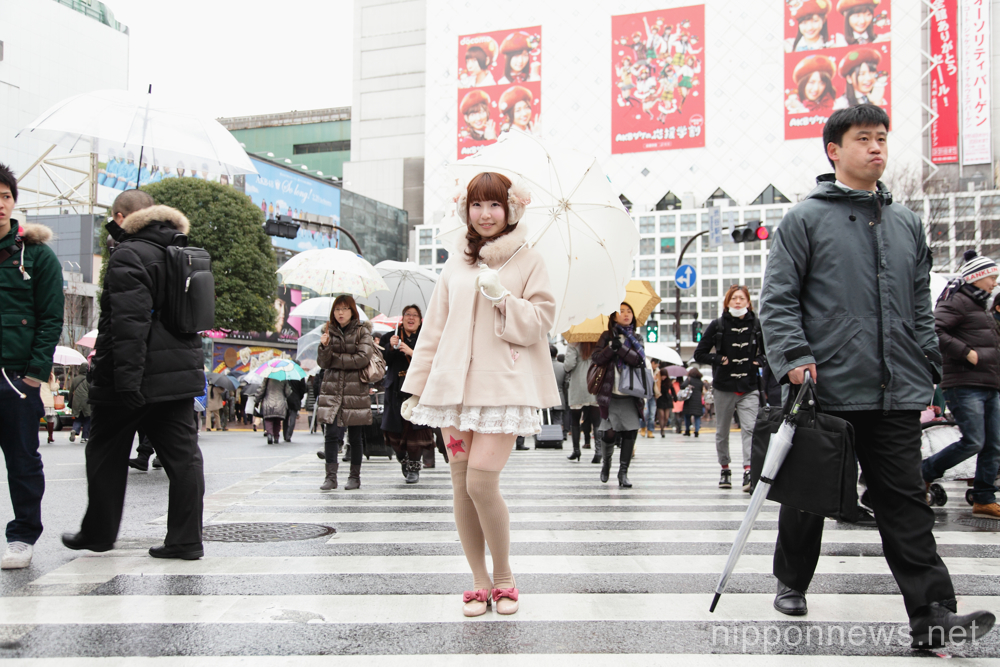 Japanese New Trend – Advertisement on women's legs