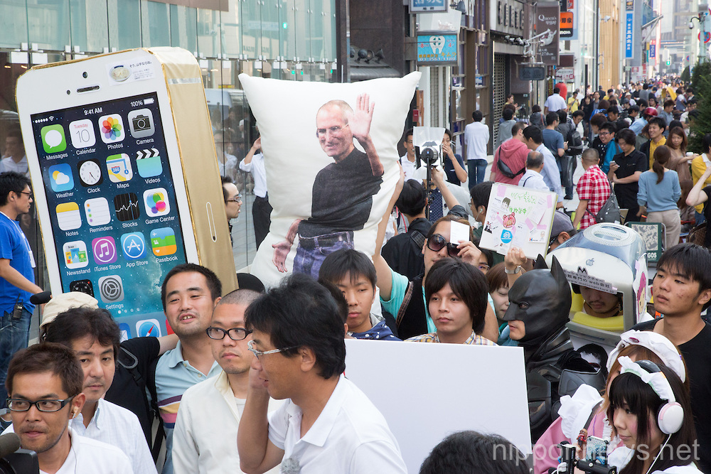 iPhone 5s and 5c Goes On Sale in Japan