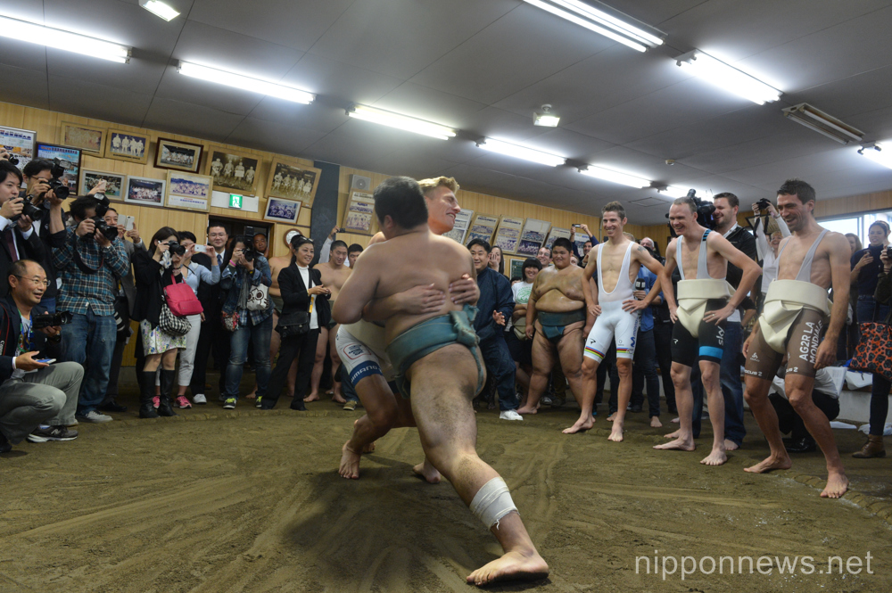 Marcel Kittel tries his hand at sumo whilst Chris Froome and co look on.
