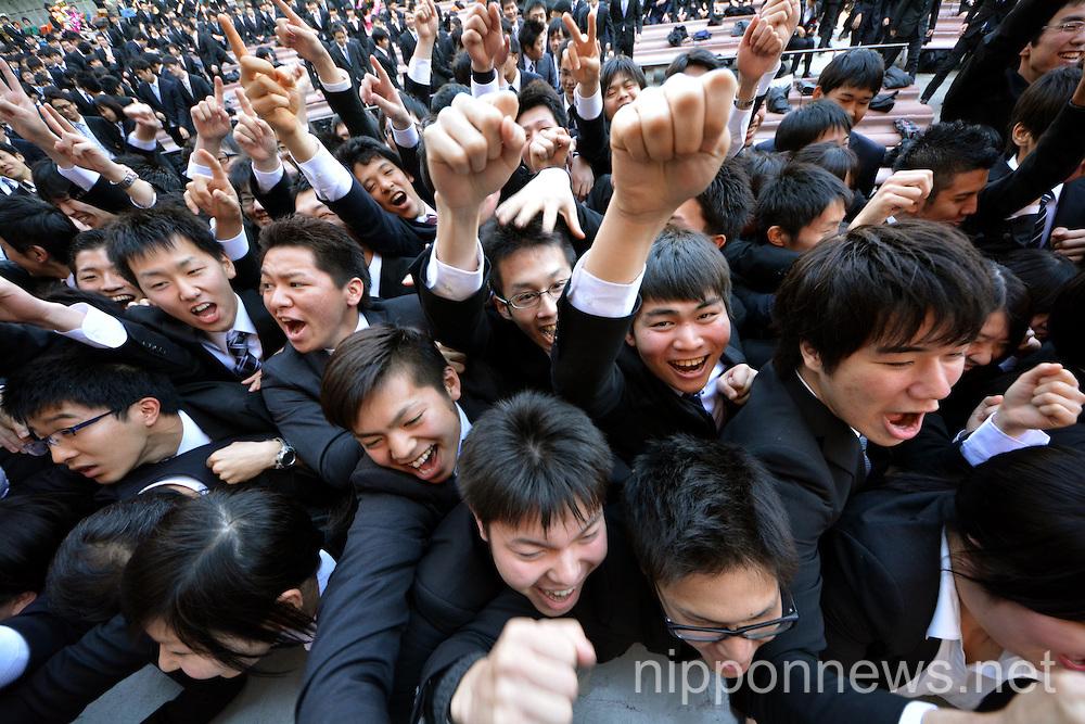 Job hunting moral-boosting rally in Tokyo