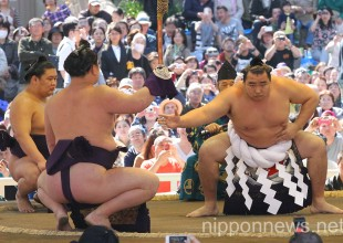 Sumo Wrestling at Yasukuni Shrine