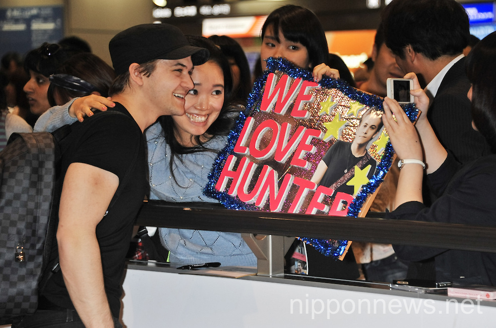 American Country Music Singer Hunter Hayes Arrives in Japan