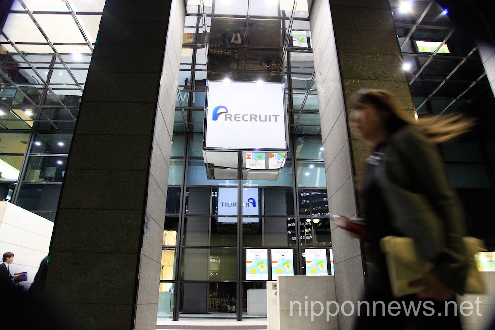 Recruit Holdings starts trading on Tokyo Stock Exchange