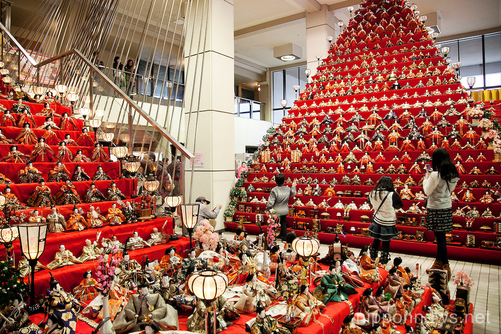 Hinamatsuri – Girl's Day Doll Pyramid