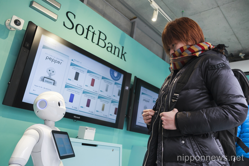 Robots on hand to serve you at Tokyo phone store
