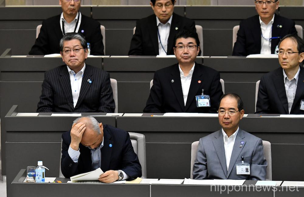 Tokyo governor Masuzoe of Tokyo apologizes during Tokyo Metropolitan Assembly