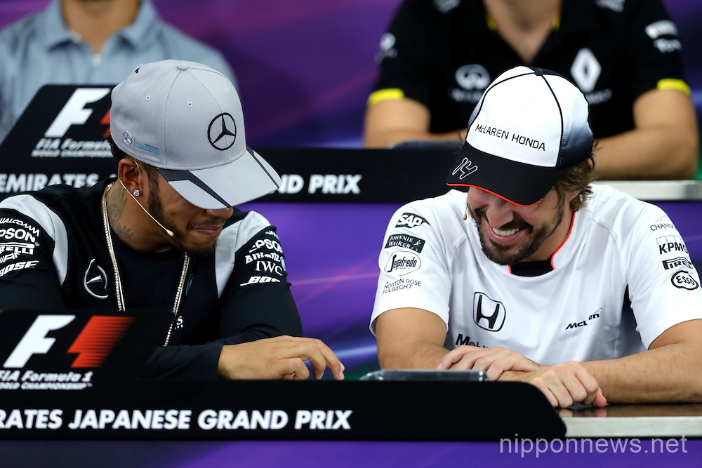 Lewis Hamilton makes his own fun at the Japanese F1 Grand Prix