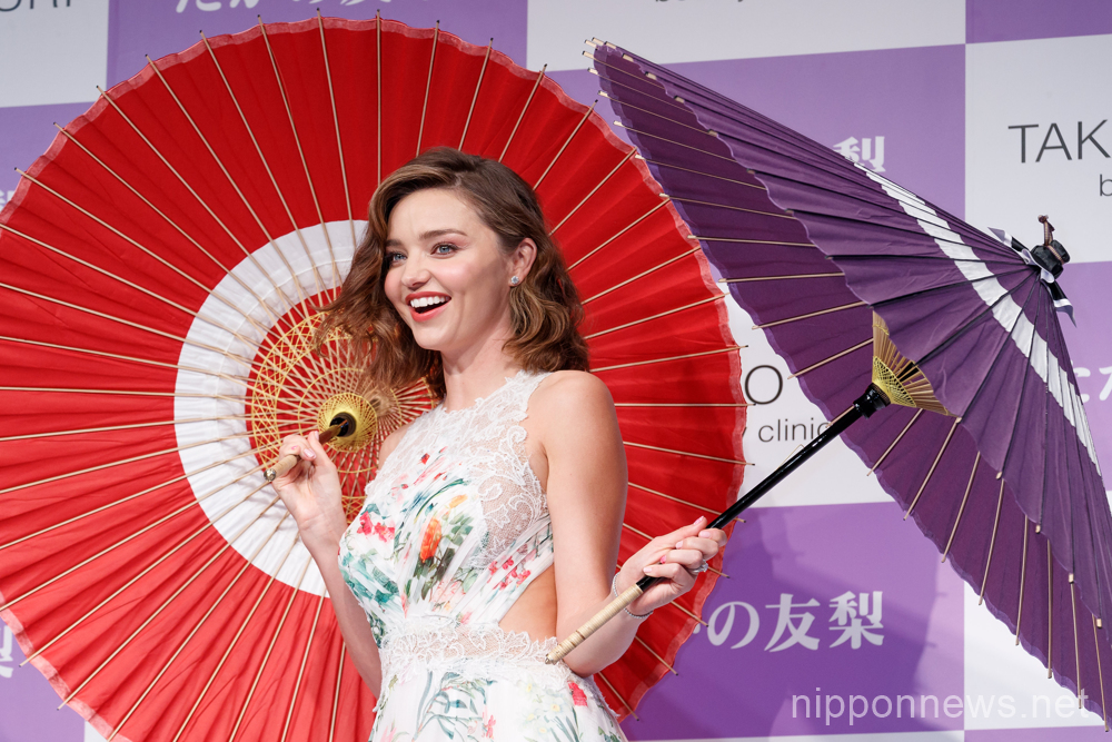 Miranda Kerr poses with Japanese umbrellas at Takano Yuri beauty clinic event