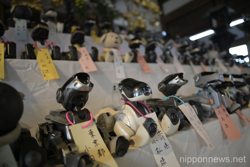 AIBO robots attend funeral ceremony