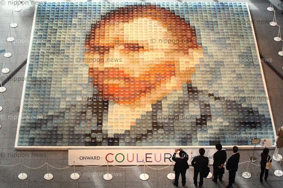 Van Gogh MosaicVan Gogh Mosaic2070枚のポロシャツを使い、印象派絵画の巨匠、ゴッホの「自画像」を再現