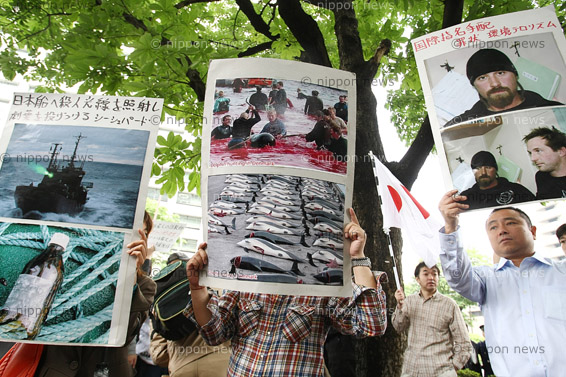 Japan trial for anti-whaling activist Japan trial for anti-whaling activist シー・シェパード:初公判 元船長は傷害罪を否認