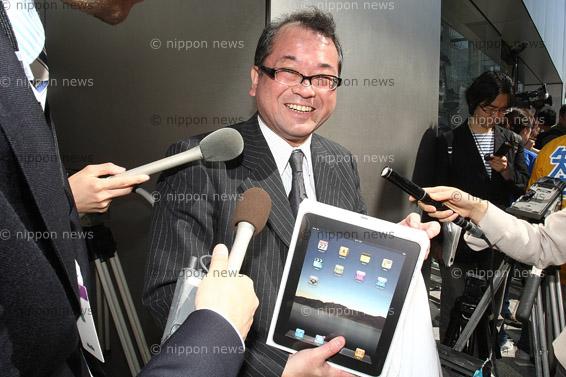 IPad's Arrival in JapanIPad's Arrival in JapaniPad発売 銀座に行列1200人