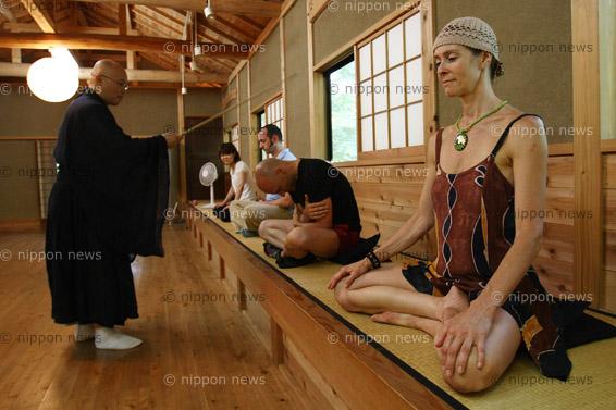 Discovering SaitamaDiscovering True SaitamaJTBが外国人向けツアー、座禅や精進料理を体験