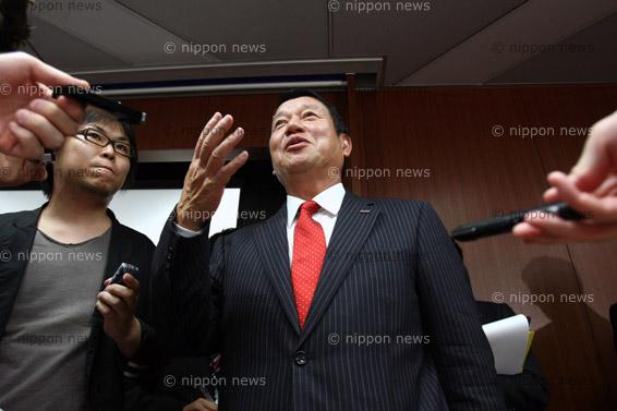 "NTT DoCoMo Announces ""Xi"" LTE Service BrandNTT DoCoMo Announces ""Xi"" LTE Service Brandドコモ4〜6月期の連結決算4%減の1421億円"