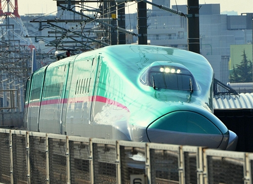 New 300km/hr Hayabusa Bullet TrainNew 300km/hr Hayabusa Bullet Trainはやぶさ」デビュー 最高速度300キロ