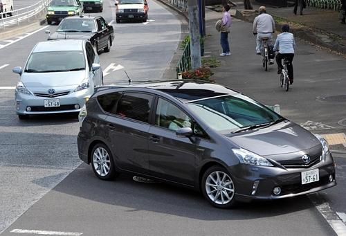 Toyota Prius Alpha LaunchToyota Prius Alpha Launchトヨタ、プリウスα発売 ワゴンタイプの新型車
