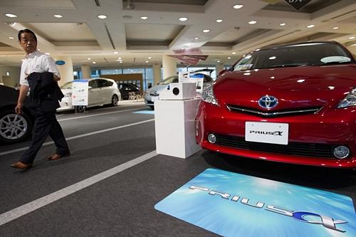Toyota Forecasts 35 Percent Profit Drop After Quake