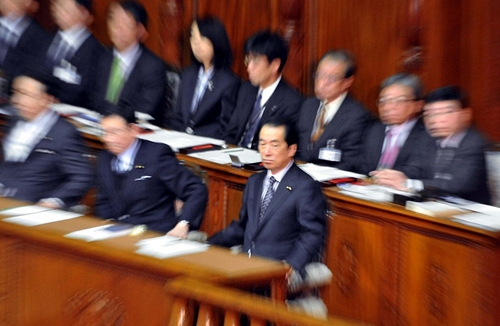 Naoto Kan Survives No Confidence VoteNaoto Kan Survives No Confidence Vote菅首相、不信任乗り切る 反対多数で否決