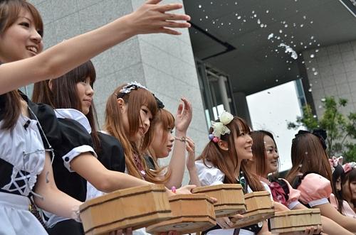 (English) Akihabara Maids – Water Sprinkling 2011