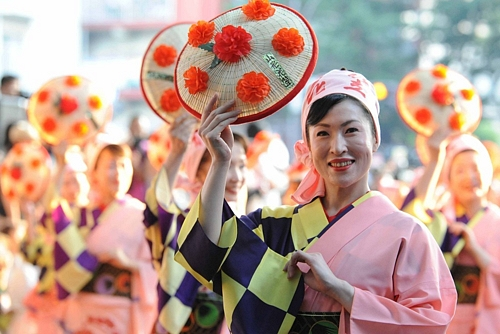 Tohoku Rokkon FestivalTohoku Rokkon Festival復興願い「東北六魂祭」 観客殺到で一部中止も