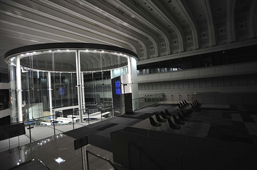 Japan's Power CrunchJapan's Power Crunch電力使用制限令発動 15%削減へ「節電の夏」
