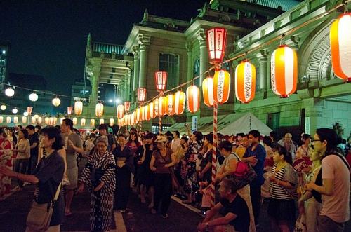 Tsukiji Honganji Bon DanceTsukiji Honganji Bon Dance築地本願寺納涼盆踊り 被災地支援イベントも