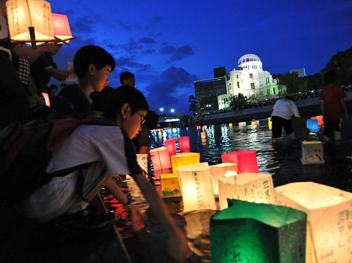 Hiroshima 66th Anniversary66年目の広島「原爆の日」 灯籠流しで平和を祈念