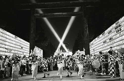 Yasukuni Shrine: The Culture and the ControversyYasukuni Shrine: The Culture and the Controversy【フォトルポルタージュ】 外国人が見た「靖国」Yasukuni Shrine: The Culture and the Controversy