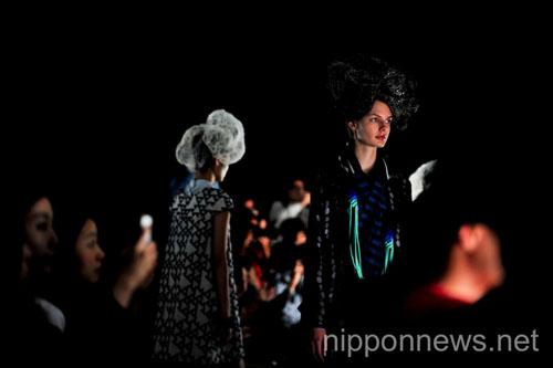 matohu- Mercedes-Benz Fashion Week Tokyo 2013 S/S