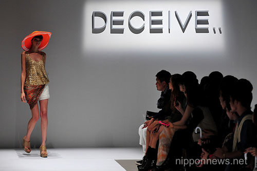 (English) DECEIVE.. – Mercedes-Benz Fashion Week Tokyo 2013 Spring/Summer