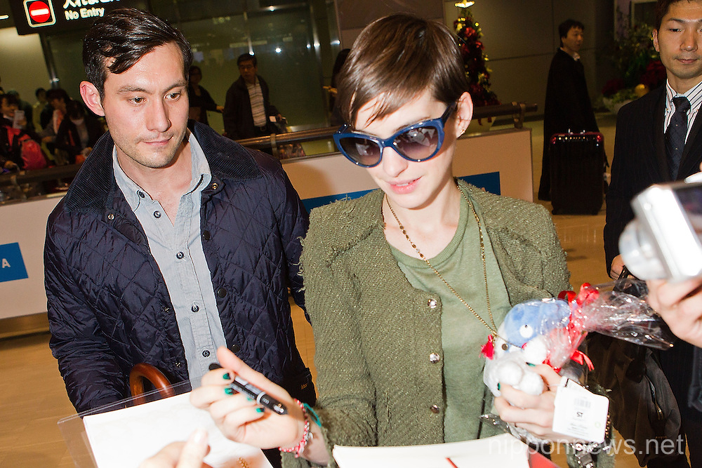 Anne Hathaway Arrives in JapanAnne Hathaway Arrives in JapanAnne Hathway Arrives in JapanAnne Hathaway Arrives in Japan