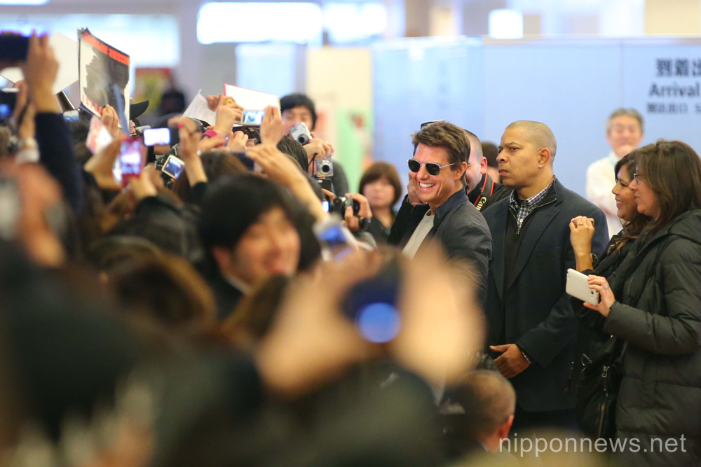 Tom Cruise arrives at Haneda Airport to promote Jack Reacher movie
