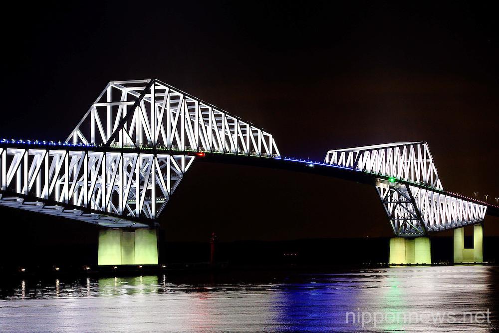 Light-up exhibition at the Tokyo Gate Bridge