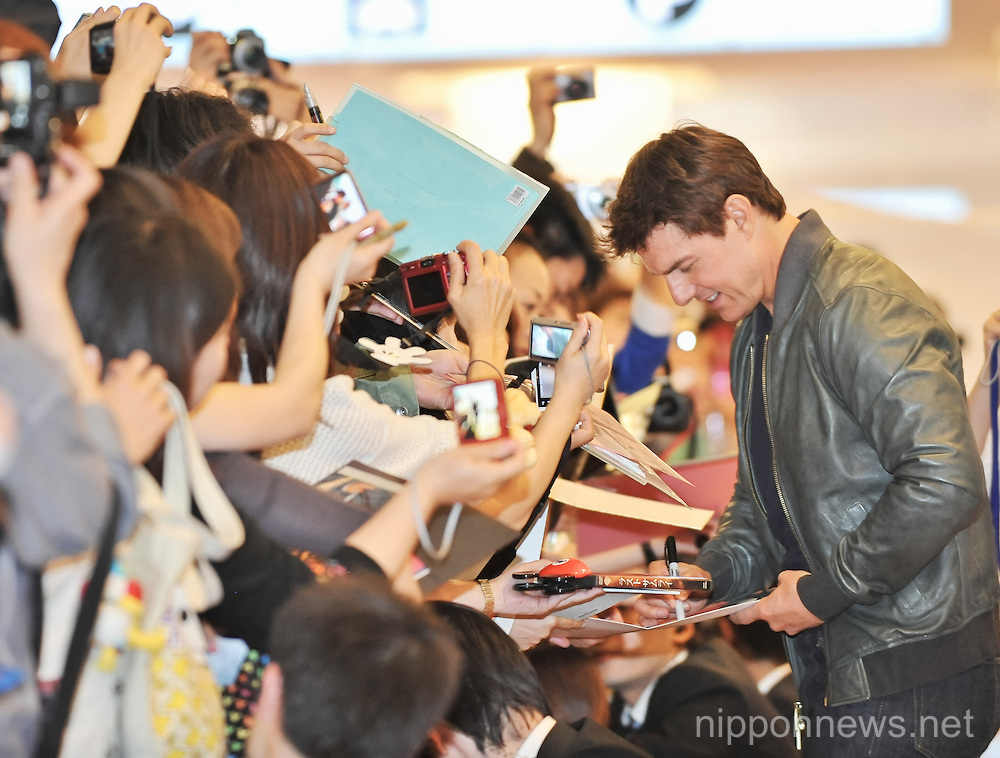 Tom Cruise Arrives in Japan