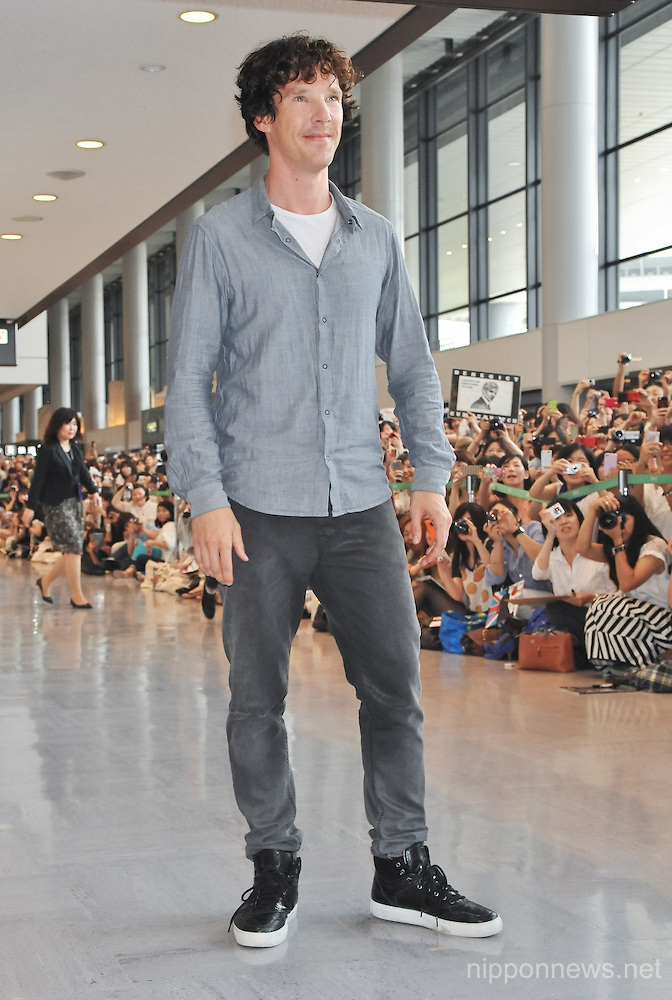 Benedict Cumberbatch Arrives in Japan