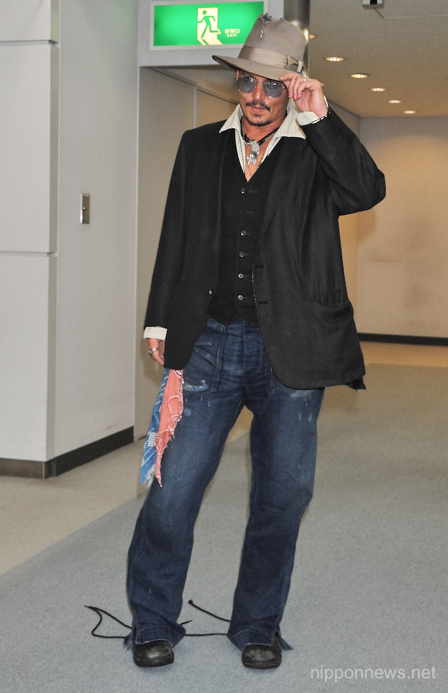 Johnny Depp leaves Japan