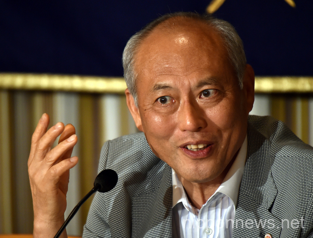 Tokyo Gov. Yoichi Masuzoe arrives for a news conference at Tokyo's Foreign Correspondents' Club of Japan