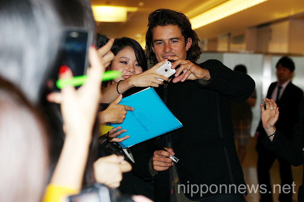 Orlando Bloom arrives in Japan
