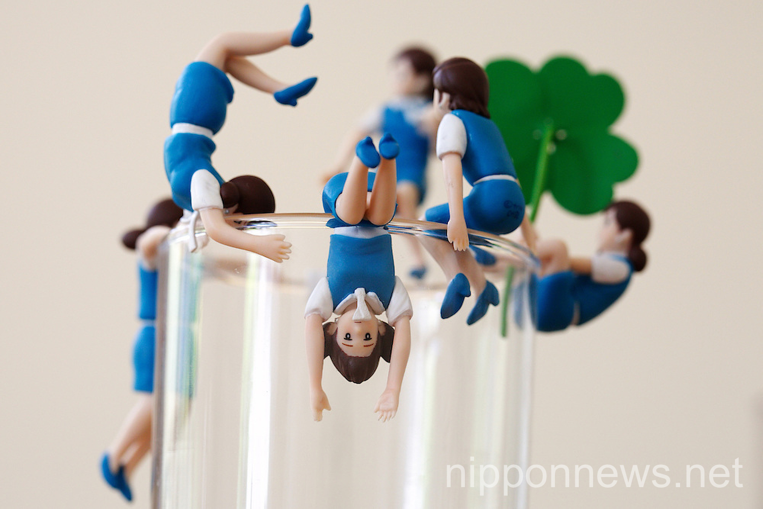 Japanese Trends - Office Ladies Perching on your Drink