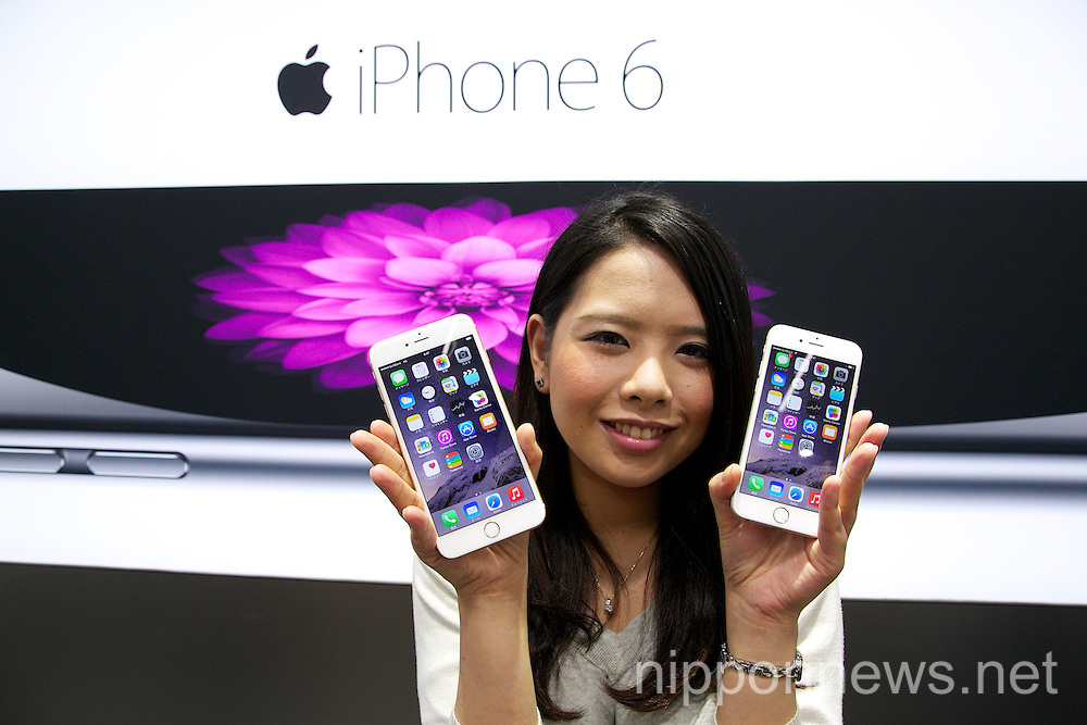 iPhone 6 and 6 Plus on sale in Tokyo