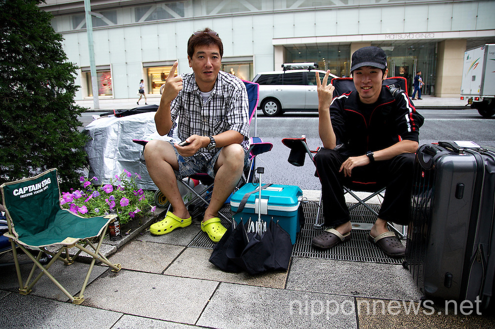 Apple fans already in line at Ginza Apple Store before iPhone 6 announcement.